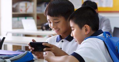 Кина ги забрани мобилните телефони во сите училишта